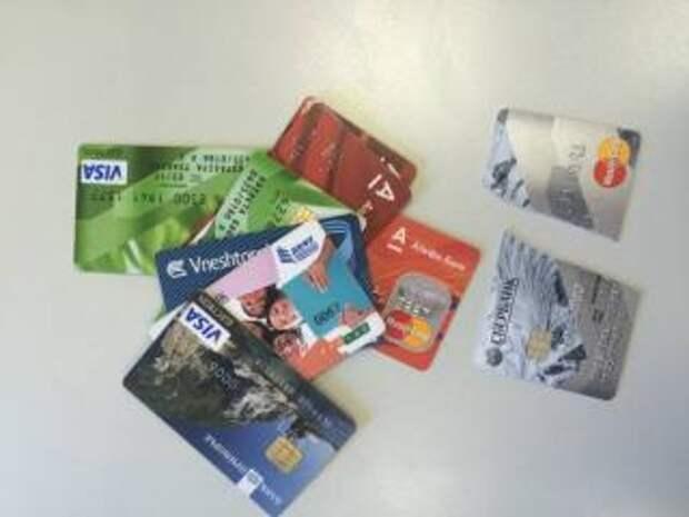 Фото: PRIMPRESS | С 1 января владельцы банковских карт могут остаться без денег