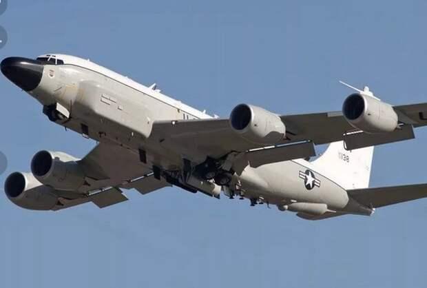 У границ Калининградской области замечен самолет-разведчик ВВС США