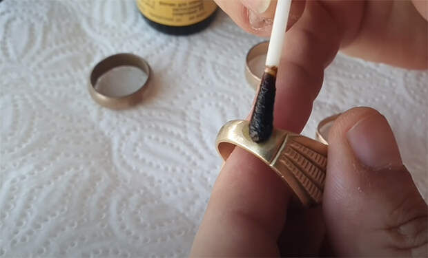 Проверка золота с рынка. Ювелир показал на видео домашние методы оценки чистоты