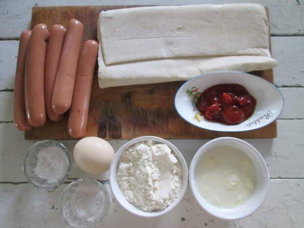 Тот случай, когда «Сосиска в тесте» реально вкусная и праздничная закуска. Мой рецепт по-быстрому на слоёном тесте