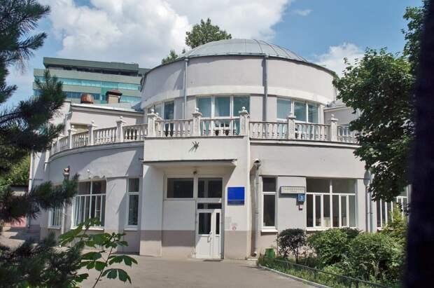 На Таможенном проезде расположена одна из старейших московских поликлиник