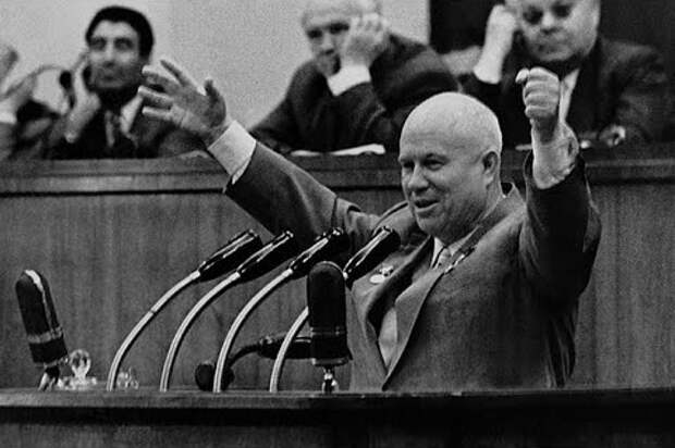 В чём Хрущёв обвинил Сталина на ХХ съезде КПСС