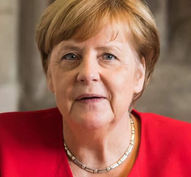 Плюшевые медведи в образе Ангелы Меркель появились в Германии