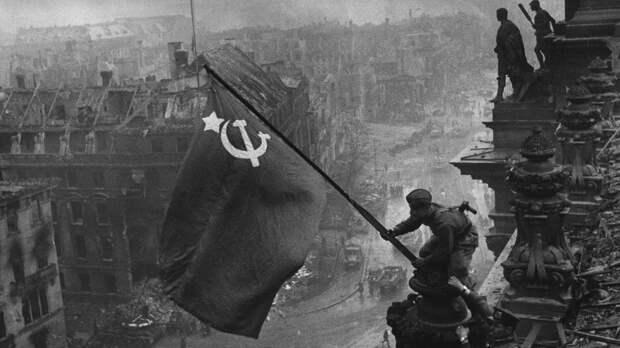 """Иностранцы растрогались от песни """"День Победы"""""""