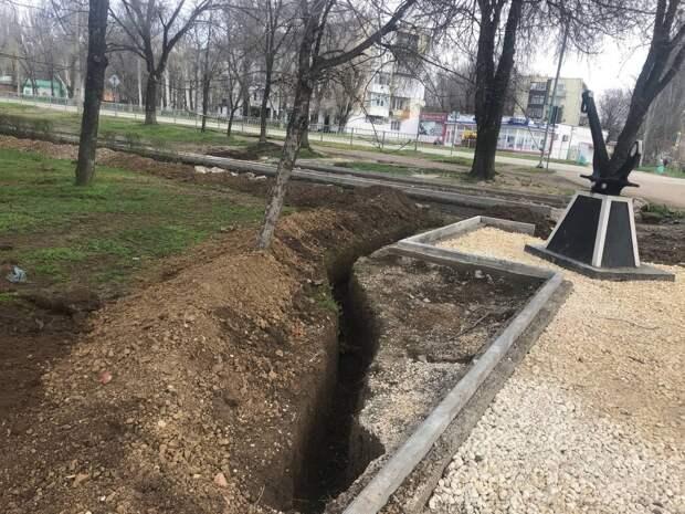 В Армянске благоустраивается территория сквера «Титан»