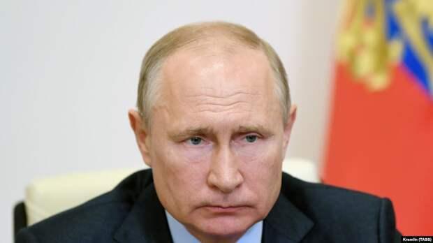 Путин: чиновники просто не так поняли распоряжение о выплатах врачам