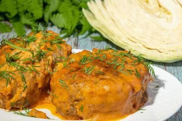 Ленивые голубцы в сметанно-томатном соусе в духовке