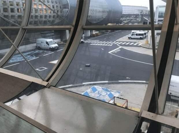 Забытый багаж в аэропорту Парижа