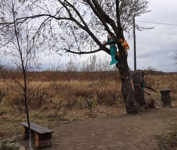 Грусть, тоска и русалка поселились в российском селе за полмиллиона рублей