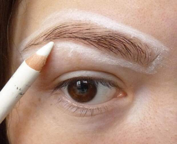 белый карандаш в макияже