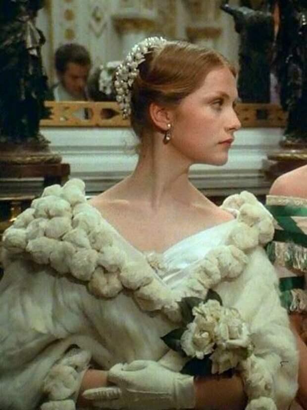 Фильм «Подлинная история дамы с камелиями» – роскошная иллюстрация женской моды 1840-х