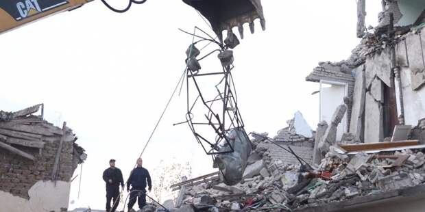 Число жертв мощного землетрясения в Албании выросло до девяти