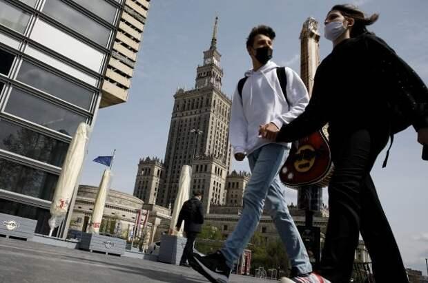 В Польше разрешили не носить маски на улице с 15 мая