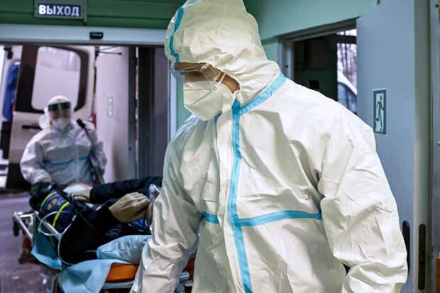 «Легкая эпидемия слабоумия» Россияне не хотят прививаться и соблюдать антиковидные меры. Что об этом говорят врачи?