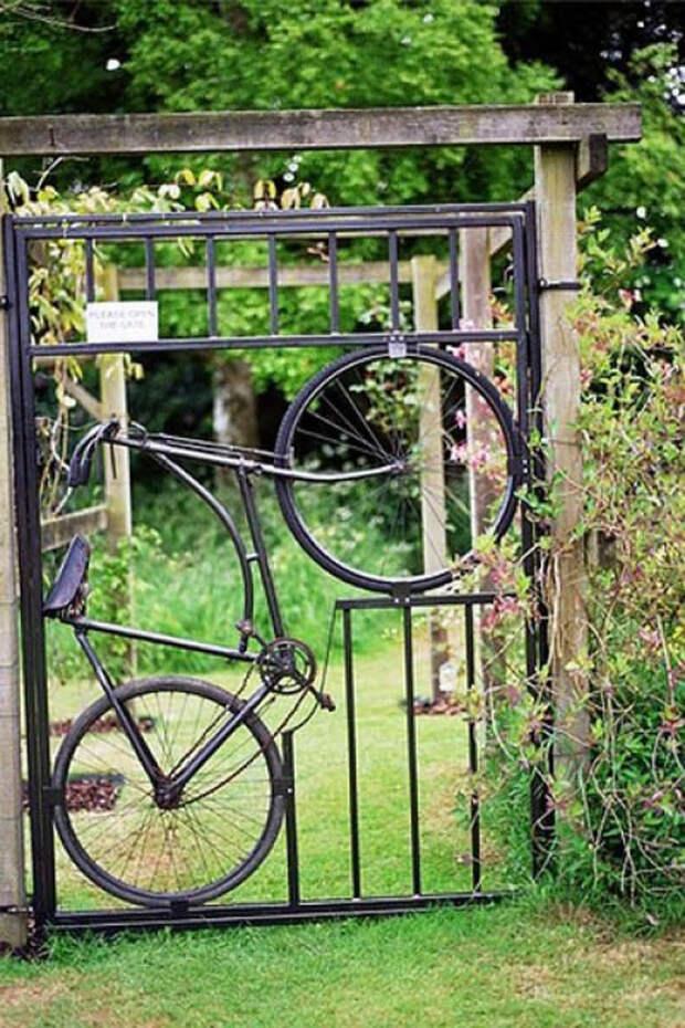 Садовая калитка из старого велосипеда