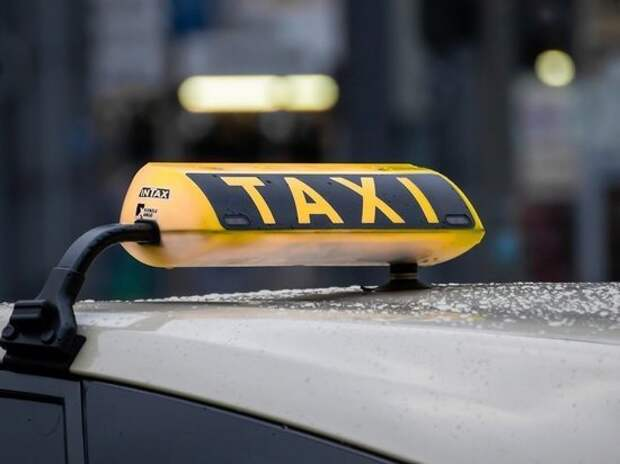 СМИ сообщили о возможном увеличении нелегальных такси в России