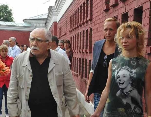 Адвокат: «У Цымбалюк-Романовской есть претензии к части имущества Джигарханяна»