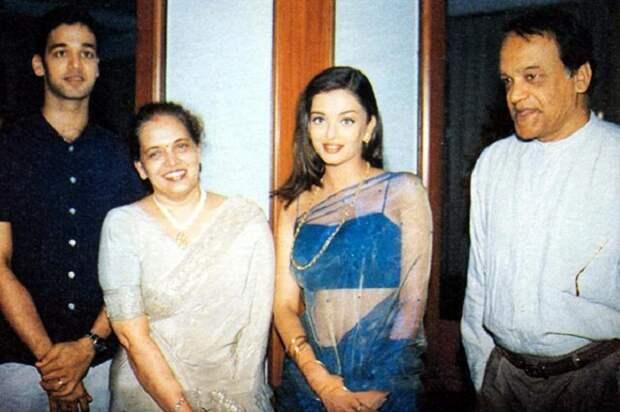 В 1994 году Айшвария Рай была признана самой красивой женщиной в мире. Посмотри, как она выглядит сейчас!