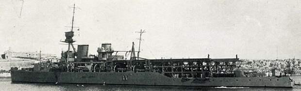 Авианосец HMS «Vindictive»