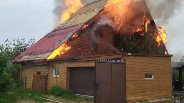 Три человека погибли при пожаре в частном доме в Якутске