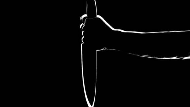 Мужчина зарезал троих человек ножом на улице в Екатеринбурге
