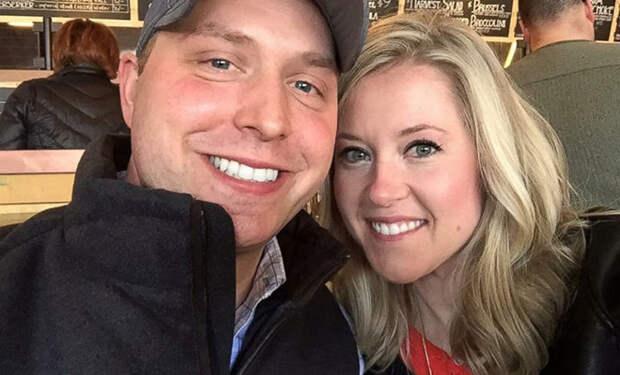 Супруги 9 лет не открывали свадебный подарок бабушки, а когда открыли, он спас их брак