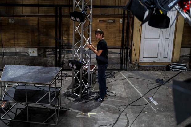 На ТРК «Крым» устанавливают сцену для съёмок второго сезона шоу «ТаланТы»