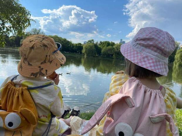 Сергей Безруков показал фото детей в смешных панамках