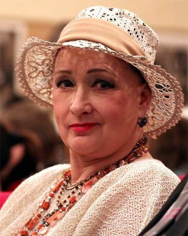 В 27 лет она стала женой 17-летнего выпускника школы и обеспечивала семью: как живет и выглядит Зинаида Кириенко, ей уже 87