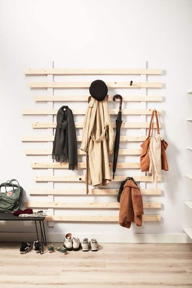 Рейки на стене