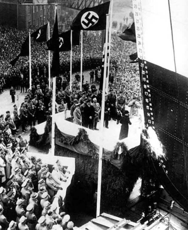 Спуск «Густлоффа» на воду в присутствии Гитлера./Фото: foreignpolicyi.org