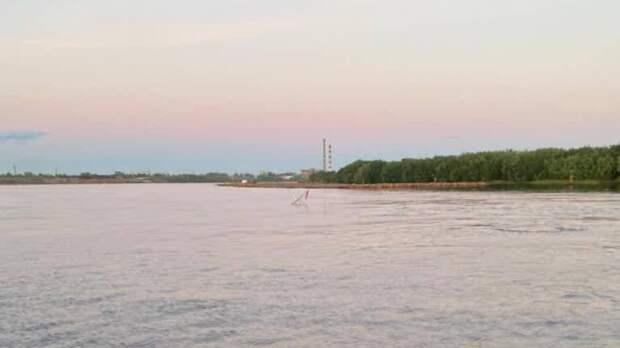 Появились фото затонувшего под Архангельском буксира «Двина»