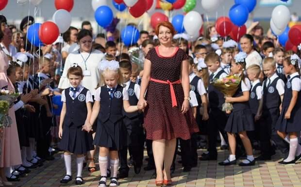 Глава Адыгеи и спикер Госсовета-Хасэ поздравили педагогов с Днем учителя