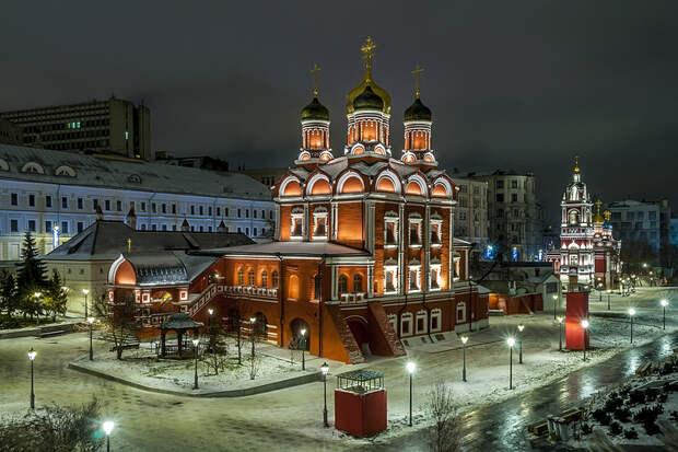 Знаменский собор и Георгиевская церковь (парк Зарядье)