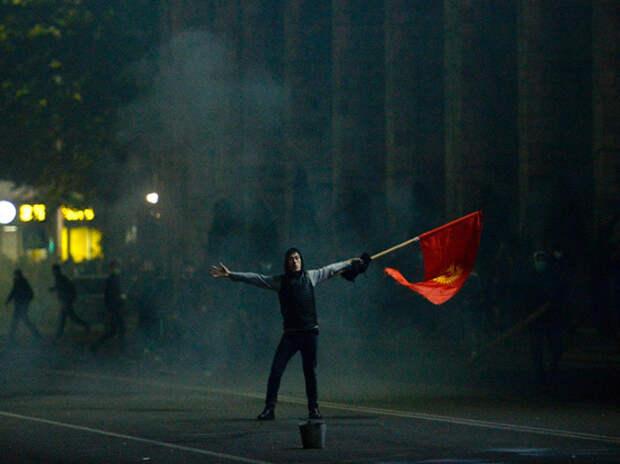 Страна умоляющих силовиков: почему в Бишкеке так легко организовать госпереворот