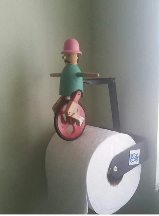 Туалетный клоун необычные вкусы, отцы и дети, родители, родительский дом, смешно, странные вещи, что это такое: загадочные предметы, юмор