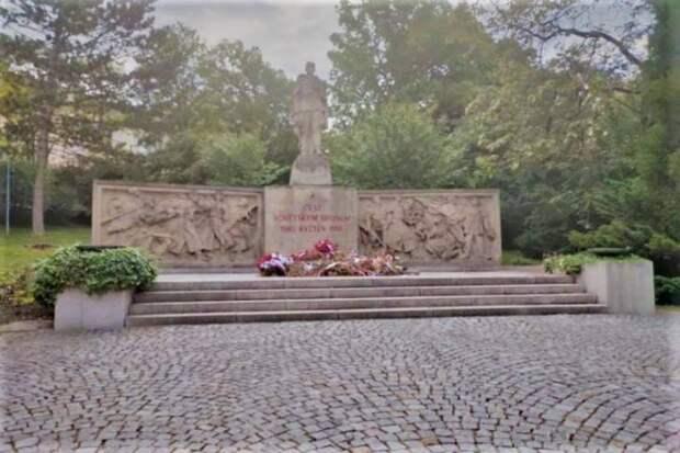 Волгоградское отделение РВИО поможет восстановить памятник погибшим красноармейцам в Чехии
