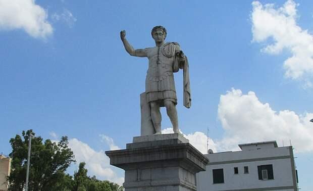 Памятник Константину Великому, возродившему город Константина - поставлен, кстати, французами