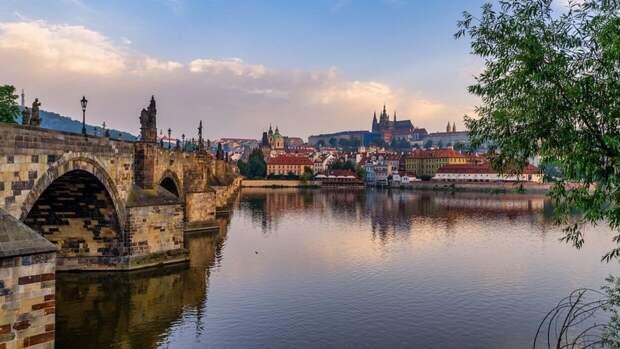 """Прага просит страны Евросоюза выслать """"по одному дипломату РФ"""""""