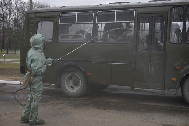 Прибытие молодого пополнения на территорию Келецко-Берлинской артиллерийской бригады, общевойсковой армии ЗВО, дислоцированной в Ленинградской области