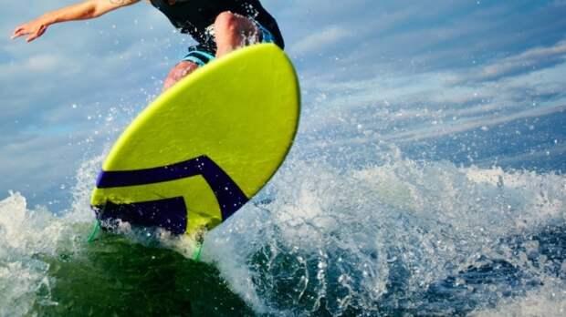В Пионерском спасли серфингистов, которых унесло в море