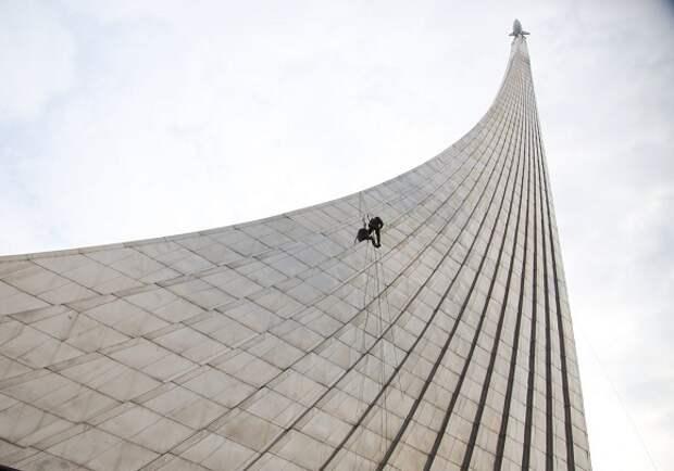 Видео: монумент «Покорителям космоса» засияет во всем блеске