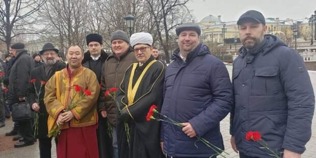 Религиозные деятели возложили цветы к Могиле Неизвестного Солдата