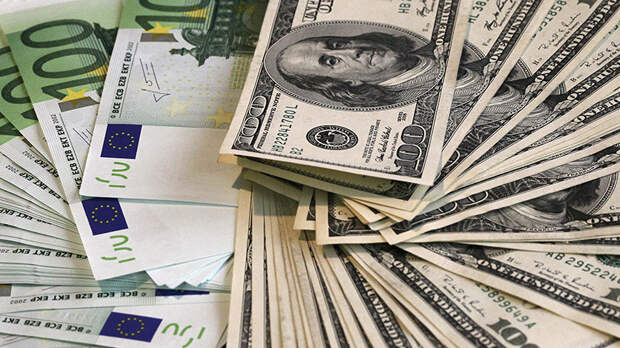 Инвестор посоветовал россиянам приобретать доллары и евро