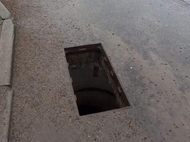 В Иркутске неизвестные за последние дни украли около 150 решеток ливневой канализации