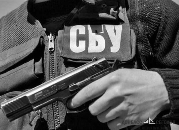 Сотрудники СБУ обыскивают дома на предмет атрибутов Победы