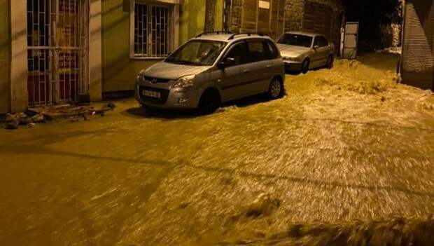 Ялтинский поселок Кореиз тоже ушел под воду – ФОТО, ВИДЕО