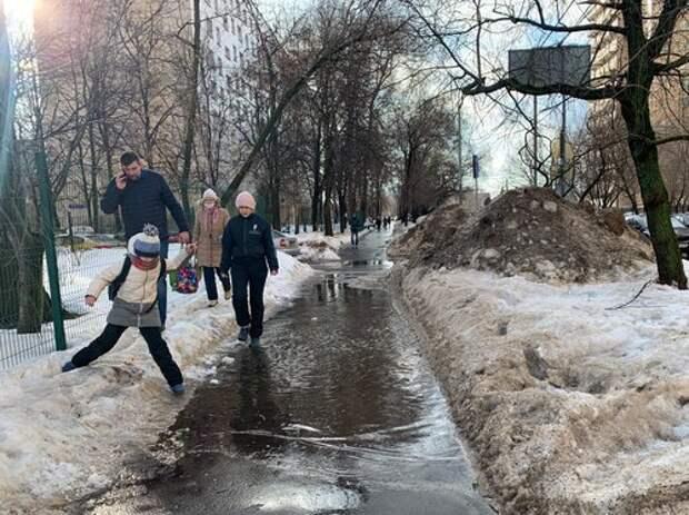 На Клязьминской улице устранили «озеро»