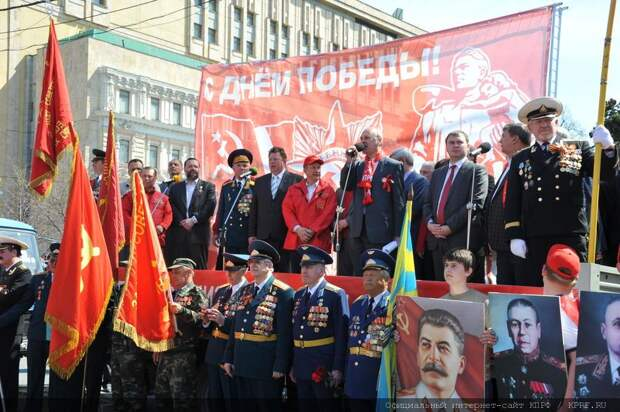 Шествия в честь Победы и политика декоммунизации