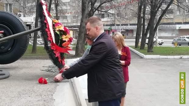 В Череповце в преддверии Дня Победы состоялась церемония возложения цветов к мемориальным комплексам